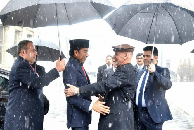 664xauto-momen-ketika-presiden-jokowi-ke-afghanistan-1801309-001